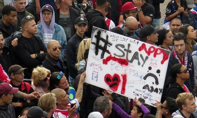 Steunbetuigingen in grote menigte