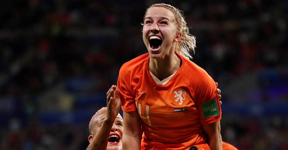 Jackie Groenen knalt Nederland in verlenging naar finale WK