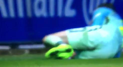 Niet voor gevoelige kijkers: FC Barcelona-back loopt horrorblessure op