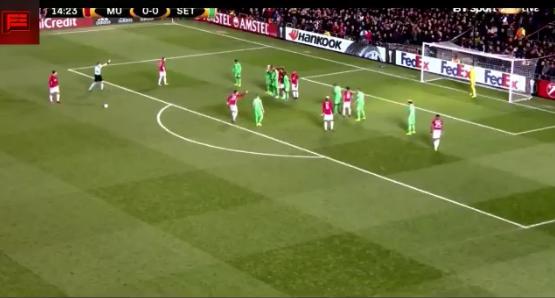Lelijker dan lelijk: Ibrahimovic scoort met rollertje in Europa League