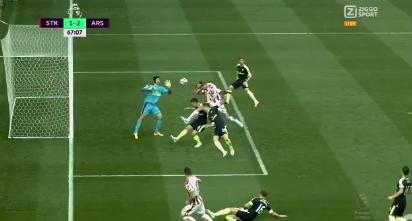 Crouch slaat aansluitingstreffer in het doel tegen Arsenal: arbitrage gefopt