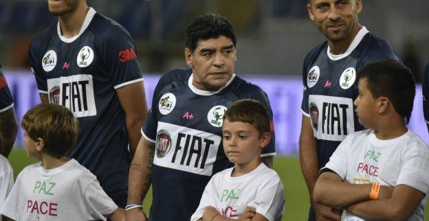 Maradona haalt snoeihard uit: 'Geef hem een bal en hij pakt hem in zijn handen'