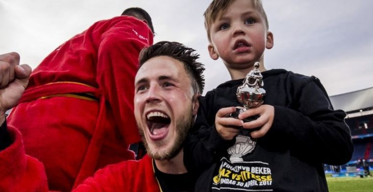 Bizar: Van Wolfswinkel omsingeld door fans van Sporting Portugal na oefenduel