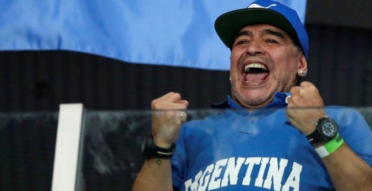 Maradona meldt zich via manager aan bij PSV: Zaterdag ben ik bij de wedstrijd