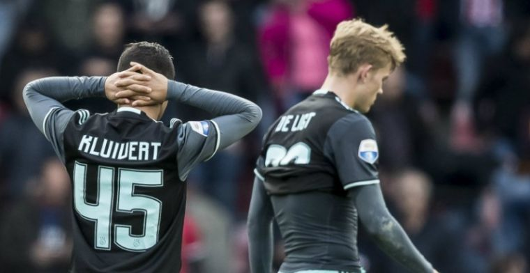 'Scheve gezichten in Ajax-kleedkamer: talenten boos over salarisverhoudingen'