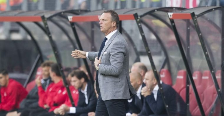 Van den Brom reageert na pijnlijk verlies: 'Dat is onzin, hou op'