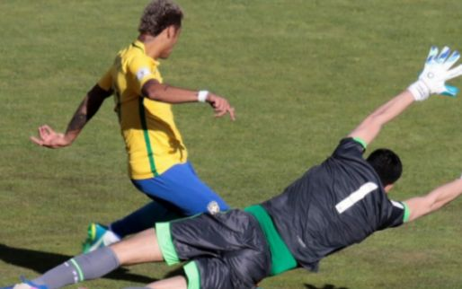 Afbeelding: Neymar protesteert na duel op 3.000 meter hoogte: 'Het is onmenselijk'