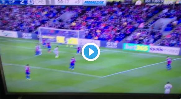 Kortsluiting bij Sakho (Crystal P.)  tegen Chelsea: bizarre hakbal voor eigen goal