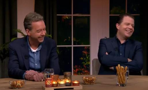 De Boer vertelt waarom PSV kampioen wordt, tafelgasten lachen zich rot