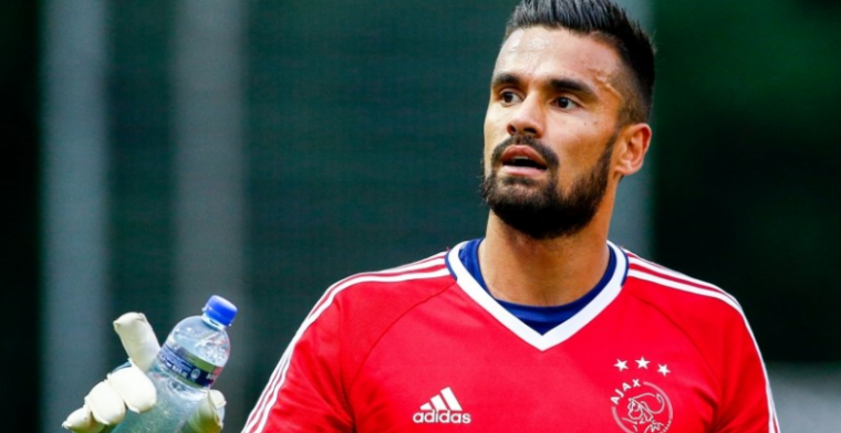 Wachten op Ajax-debuut: 'Schik me in mijn rol en sta volledig achter mijn keuze'