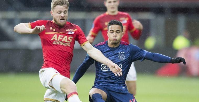 Kluivert beukt Ziyech omver en maakt AZ-back het leven zuur: 'Geen rood, jammer'