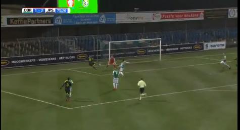 PSV-talent Malen maakt indruk met knap doelpunt tegen FC Dordrecht