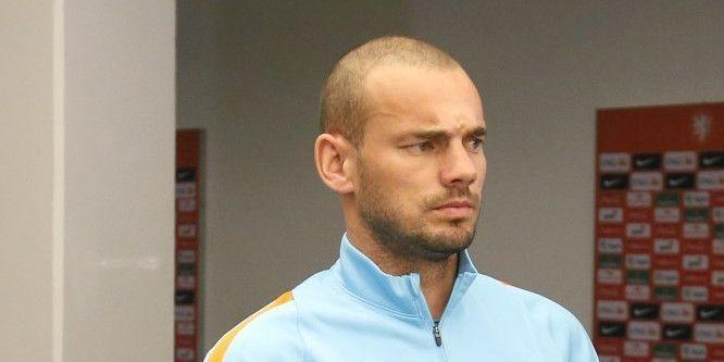 Aanvoerder Sneijder begint goed en wint eerste wedstrijd bij nieuwe club