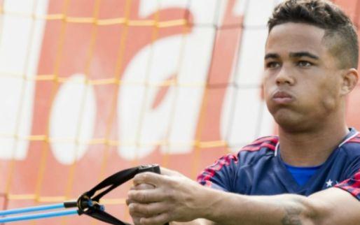 """Kluivert ligt dubbel om transfervraag: """"Ik speel nu gewoon nog bij Ajax"""""""