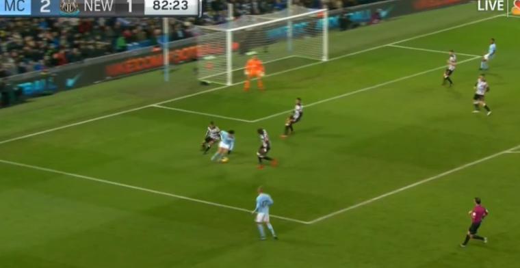 GOAL! Perfecte hattrick Agüero voor Man City na wereldassist van Sané