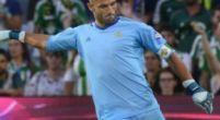 Imagen: Adán lamenta la goleada contra el Barça ante su público