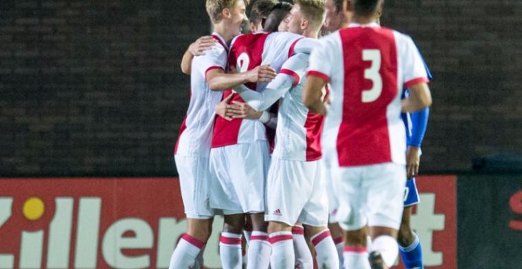 Jong Ajax geeft koppositie weg in spectaculair duel, weer succes voor Graafschap