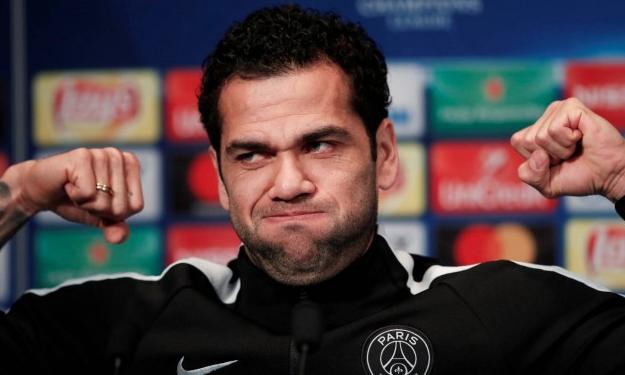 Dani Alves sale en defensa de Neymar: no es una marioneta