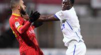 Imagen: Dos jugadores del Auxerre se pelean en mitad de un partido