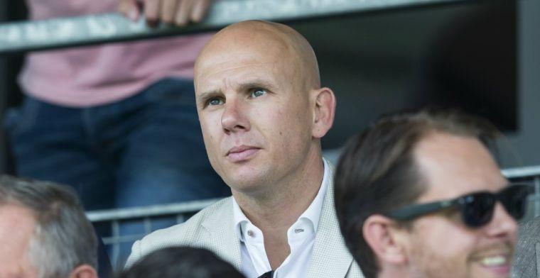 Van Halst schrikt van agressie en verlaat stadion onder begeleiding: 'Niet leuk'