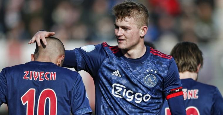 'Scouts van Barcelona op de tribune tijdens oefenduels Nederlands elftal'