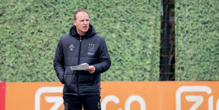 'Toen kwam Bergkamp binnen. Al mijn teamgenoten stonden op, maar ik bleef zitten'