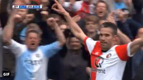 Van Persie doet het voor Feyenoord: aanname met de borst en prachtig schot