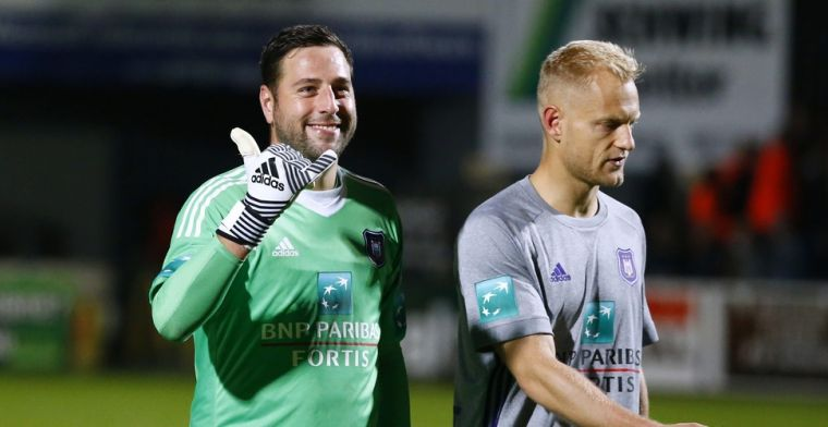 Anderlecht heeft opvallende supporter, Boeckx zet zich tussen de fans