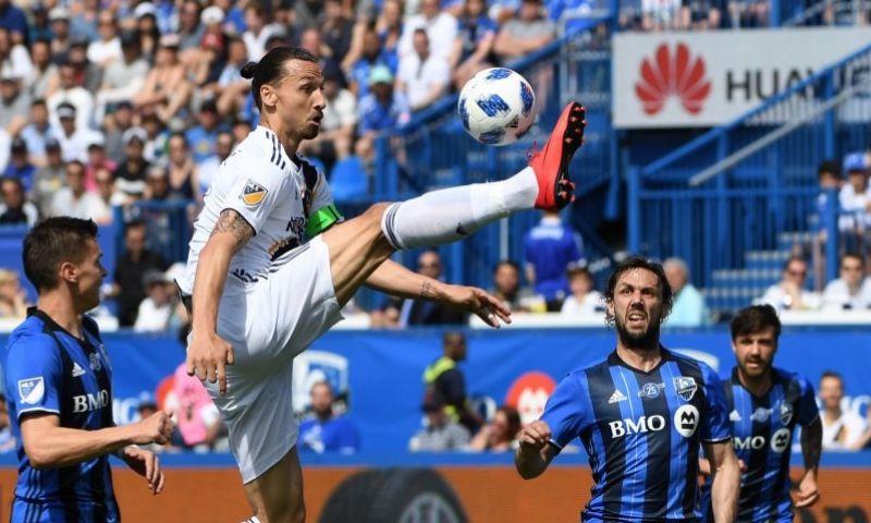 Imagen: El VAR expulsa a Ibrahimovic tras agredir a un futbolista rival
