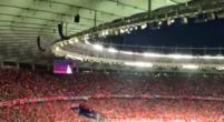 Imagen: El espectacular 'You'll never walk alone' de la grada 'red' previo a la final