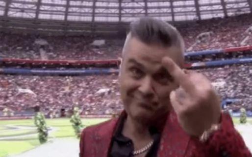 Robbie Williams steekt middelvinger op bij openingsceremonie WK