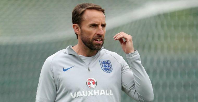 Engelse bondscoach op vrije dag opgehaald door ambulance na bizarre blessure