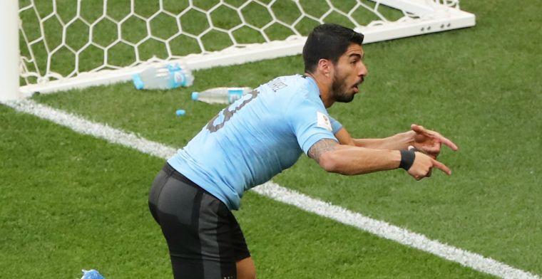 Uruguay dankt jubilaris Suárez en blunderende Saudische doelman en gaat door