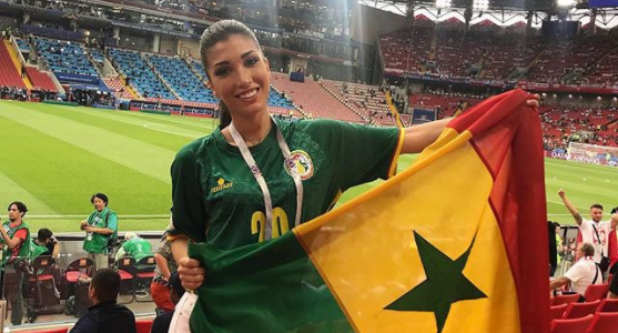 WK-babe van de dag: Italiaans model is nu de knapste fan van Senegal