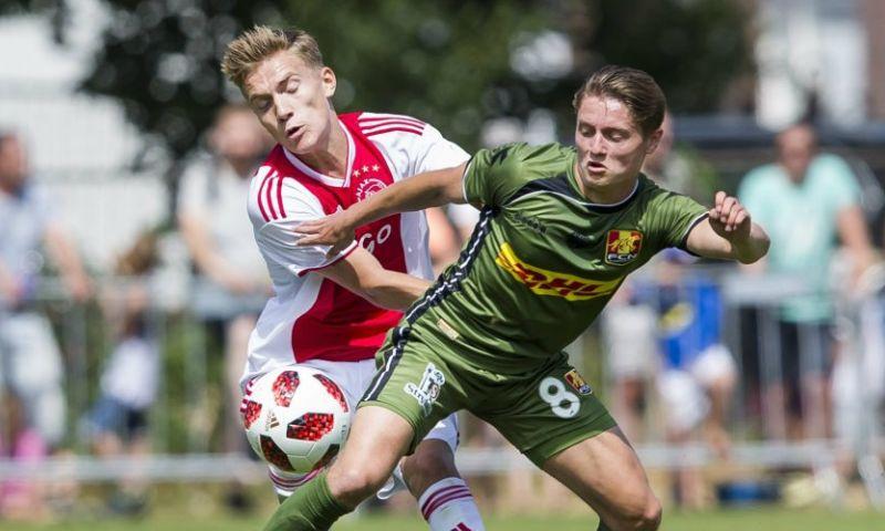 Afbeelding: B-ploeg van Ajax onderuit tegen FC Nordsjaelland; Van Leer blundert