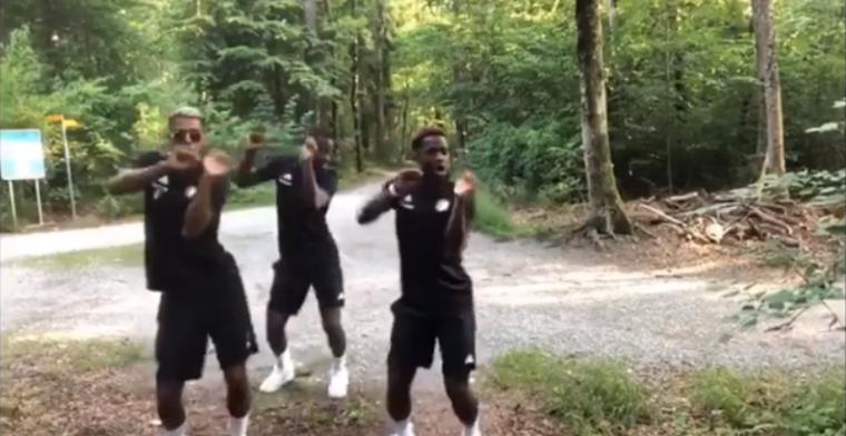 Feyenoord-drietal laat sensuele synchrone dansmoves zien in de bossen
