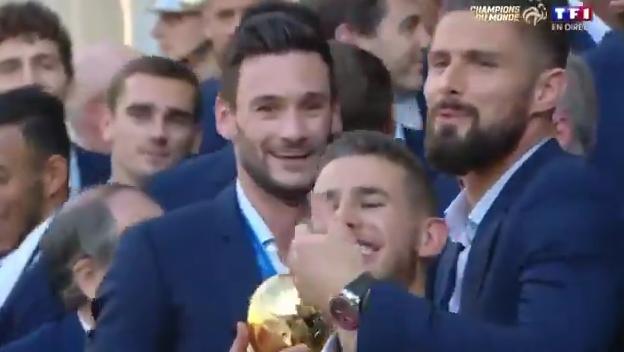 WTF?! Frans international Hernandez lacht België uit tijdens viering in Frankrijk