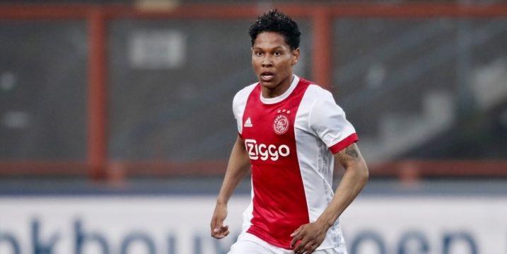 Twintigjarig Ajax-talent vertrekt: verdediger tekent voor drie jaar bij Reading