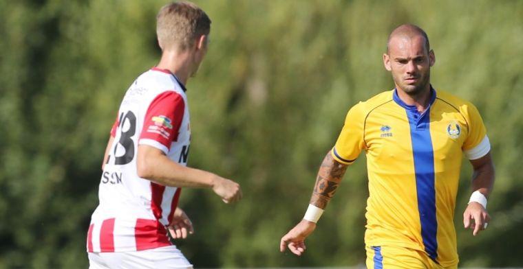 Sneijder tegen TOP Oss: 'Ik zag ballen... Ik vroeg aan hem: hoe houd je het vol?'