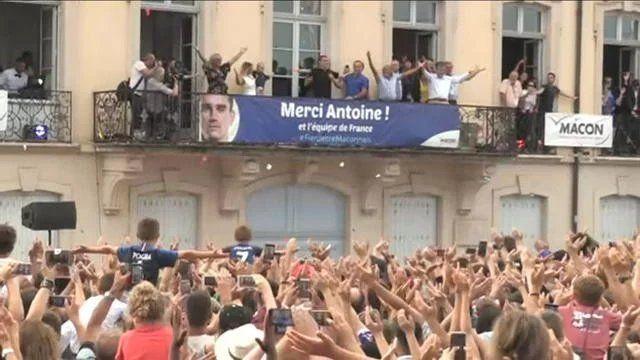 VÍDEO | Griezmann revolucionó su ciudad natal en su visita como campeón del mundo