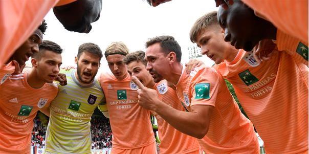 Domper voor Anderlecht: 'Ex-Gouden Schoen zit met vervelend letsel'