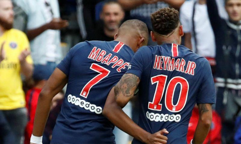 Afbeelding: PSG-debutant veroorzaakt direct penalty, maar wordt gered door supertrio