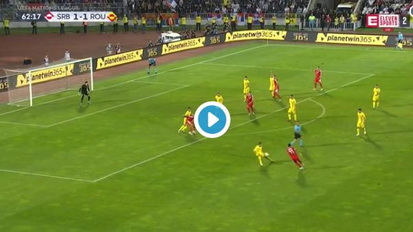 GOAL: Mitrovic scoort klassevol: man afhouden, bal opwippen en snoeihard uithalen