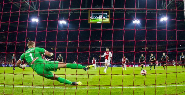 Padt discussieert met interviewer: 'Ja, ben je voor Ajax? PSV speelt toch ook?'