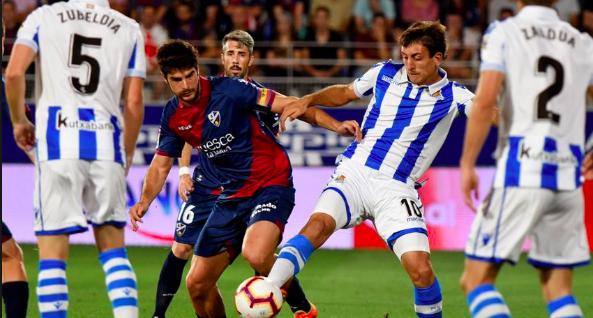 CRÓNICA | La Real gana en Huesca, pese a las tonterías de Juanmi y Theo