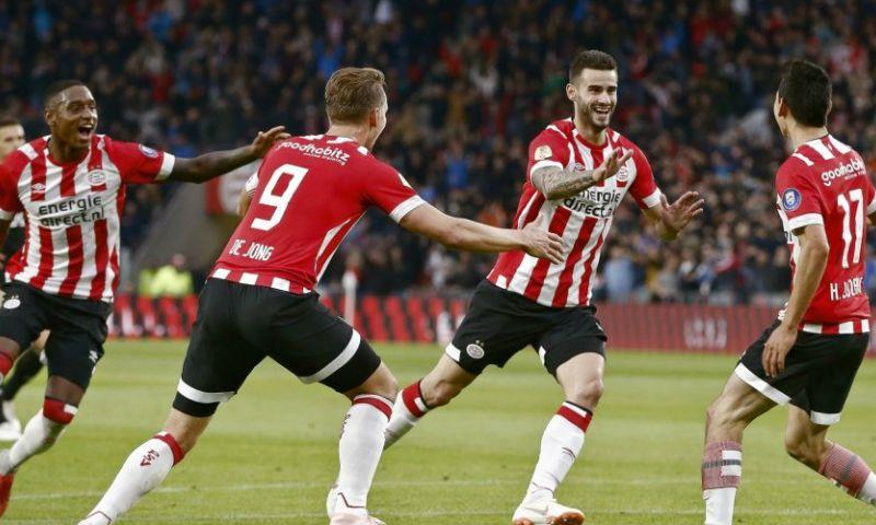 Afbeelding: LIVE: PSV blaast Ajax omver en deelt eerste tik uit in titelstrijd (gesloten)