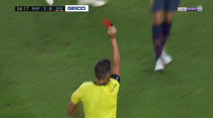 Barcelona-spelers snappen er niets van: Lenglet krijgt rood na VAR-moment