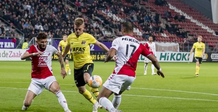 FC Utrecht verslaat AZ door eigen goal van schlemiel Van Rhijn