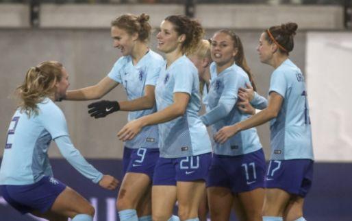 Afbeelding: Oranje Leeuwinnen naar WK in Frankrijk ondanks vroege rode kaart