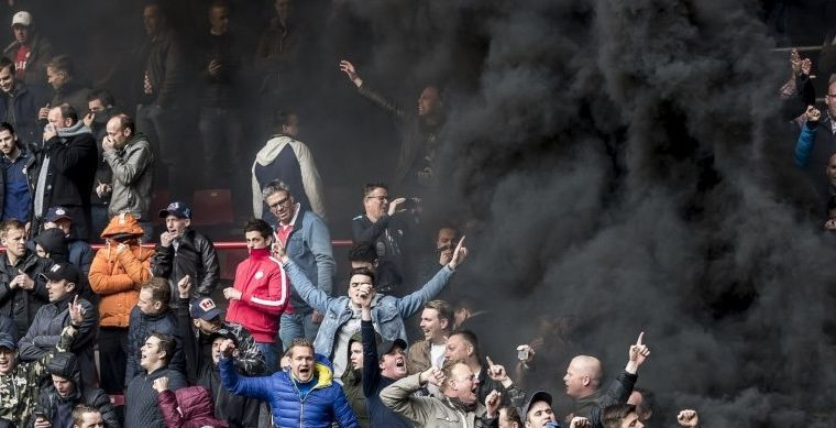 PSV-fan krijgt cel- en taakstraf voor afsteken rookpotten tijdens PSV - Ajax